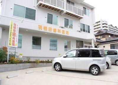 医院の目の前には駐車場スペースをご用意していますので、お車での通院も可能です。