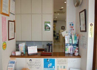 受付です。各種歯科用品置いております。どうぞ、ご覧くださいませ。