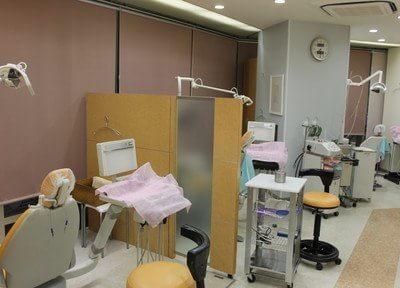 診療室には、仕切りがあり、他の患者さんの視線が気になりません。