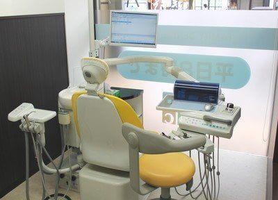 診療チェアにはモニターが付いているので、分かりやすい説明が行えます。