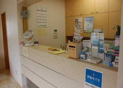中央通り歯科の受付でございます。スタッフが笑顔でお迎え致します。