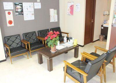 待合室はリラックスしてお待ちになれるように植物を置いています。