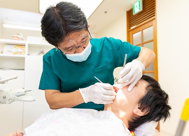ただ歯石を取り除くだけではなく、歯周ポケットの奥の菌まで取り除きます
