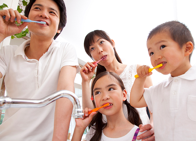定期検診でお口のチェック。専用の道具を用いて歯周ポケットの深さを確認します