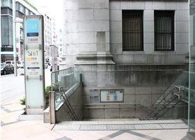最寄り駅のひとつの三越前駅です。