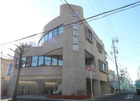 当院外観の写真です。診療室は2階になり、1階に駐車場がございます。