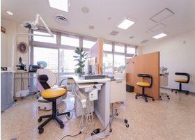 治療室はパーティションで仕切られています