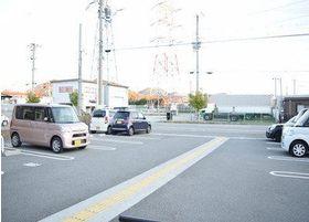 広い駐車場をご用意しております。