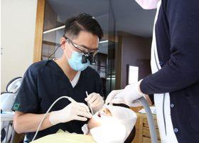 患者さまごとに状態を確認し、慎重に治療を行います