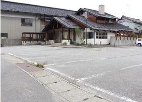 広い駐車場があります。