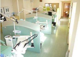 診療スペースは区切られているので、周りを気にせず治療が受けられます。