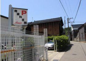 医院の裏側に第二駐車場がございます。
