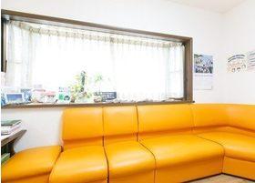 待合室のソファです。