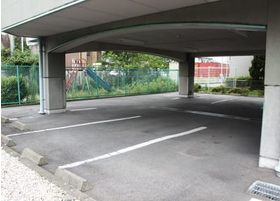 駐車場を完備しておりますので、お車でもお越しいただくことができます。