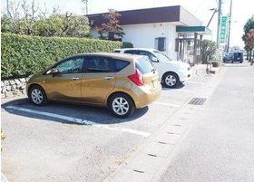 駐車場もありますのでお車の際もご安心ください。