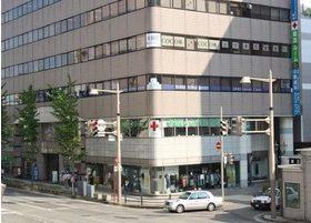 損保ジャパン・新潟セントラルビルの三階にあります。
