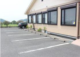 無料駐車場をご用意しています。