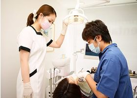診療室は個室になっており、明るく、プライバシーにも配慮しております。
