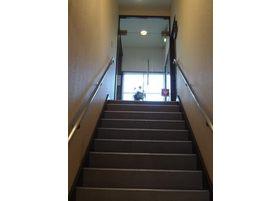 階段を上がると当院がございます。