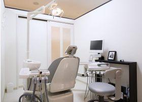 プライバシーに配慮した個室の診察室です