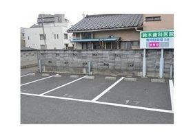 医院専用の駐車場を完備しておりますので、お車でお越しの患者様でもお気軽にご来院頂けます。