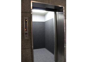 エレベーターがございますのでこちらからお越しください。