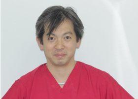 こいわ歯科クリニックの小岩 竜太郎院長先生です。