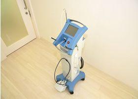 痛みや出血を抑える歯科用レーザーを導入しています。
