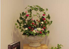 入りやすくくつろげる雰囲気となるように、待合室にはお花などを飾っております。