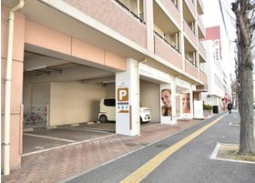 当院の隣に駐車場がありますので、お車でお越しいただけます