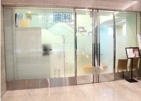 桜通豊田ビルに入っていただきますと、正面に入り口が見えます。