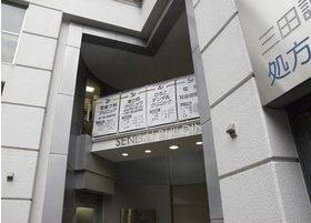 外観です。ひろこデンタルクリニックは千代ビルの4階にあります。