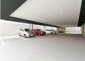 駐車場がございますので、お車でのご来院も便利です。