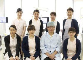 歯科ハーフムーンのスタッフが笑顔でお出迎えいたします。