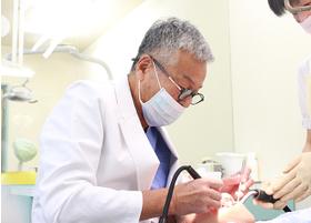 あさくま歯科医院 朝隈 敏行 院長 歯科医師 男性