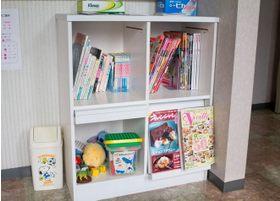 漫画や雑誌、お子様用のおもちゃも置いてあります。