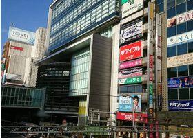 渋谷駅から徒歩1分の位置にあり、アクセスが便利です。
