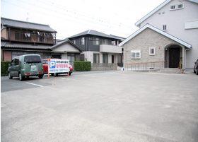 駅からも近いですが、駐車場が広いのでお車でお越しの患者さまもご安心してお越しくださいませ♪