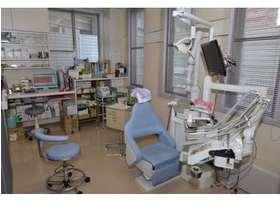 診療台です。広々とした空間を設けています。