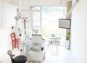 診療室です。患者様がゆったりと受診していただける落ち着いた空間となっております。