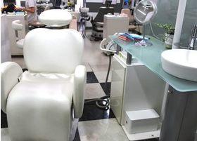 診療室です。白を基調とした清潔感のある空間です。