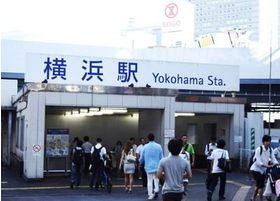 横浜駅西口から徒歩一分の場所にございます。
