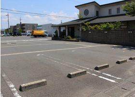 広々とした駐車場を設けています。