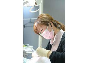 治療風景です。歯のお悩みはお気軽にご相談ください。