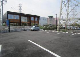 駐車場です。お車でのお越しも可能です。