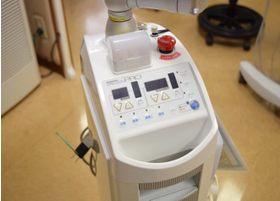 レーザーは痛みが少なく、麻酔も少量で済んだり患者さまにとってもメリットが多いです。