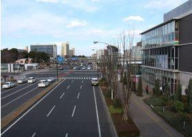 つくば駅A5出口を出ると正面にショッピングモールがあり、その左に向かっていくとキュート歯科医院があります。