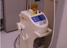 さまざまな治療に活用される歯科用レーザー機器です。
