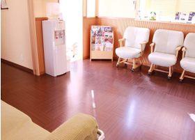 当院は木目調を基調にし、リラックスした空間です。