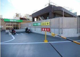 ショッピングモール内の駐車場をご利用ください。